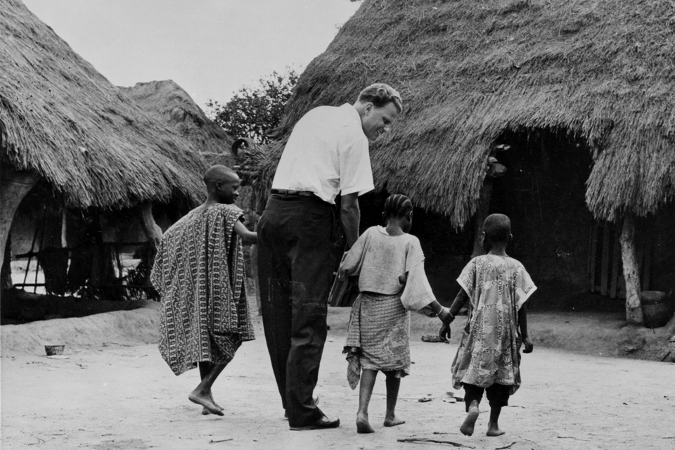Billy Graham with African children