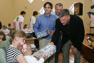 Franklin Graham gives out shoeboxes in Ukraine
