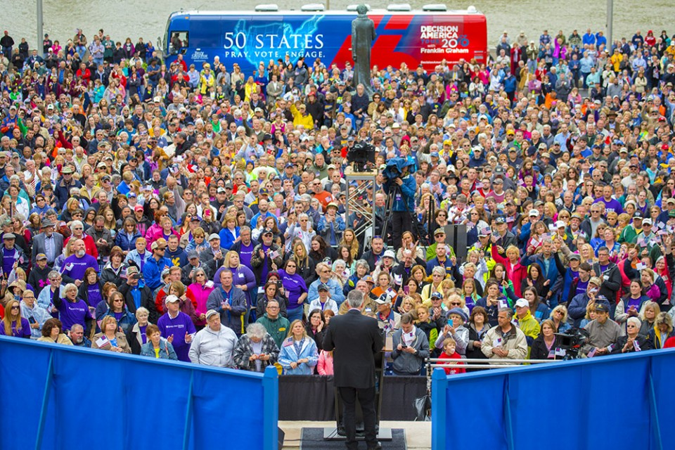 Franklin Graham preaching to 4,200 in West Virginia