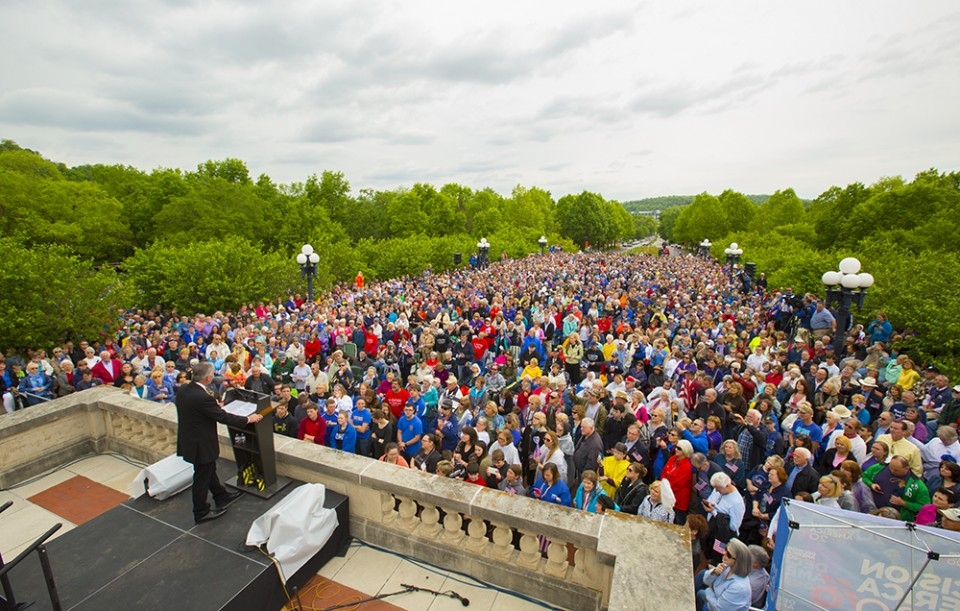 Crowd at Kentucky prayer rally