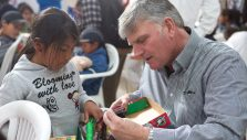 Billy Graham Evangelistic Association, Samaritan's Purse Among 'Top 10 Charities Changing the World in 2016'