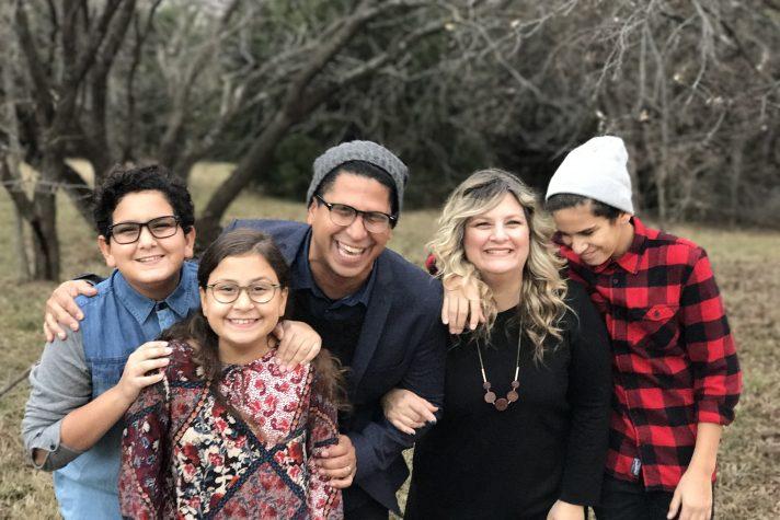 Daniel Calveti con su esposa Shari y sus tres hijos