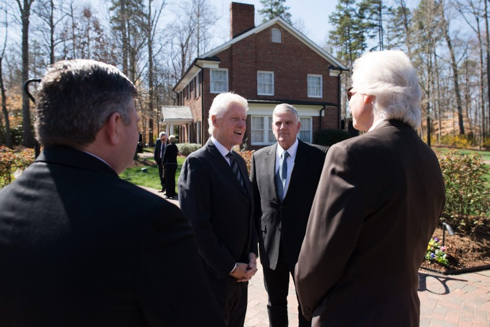 President Clinton meets Franklin Graham's extended family