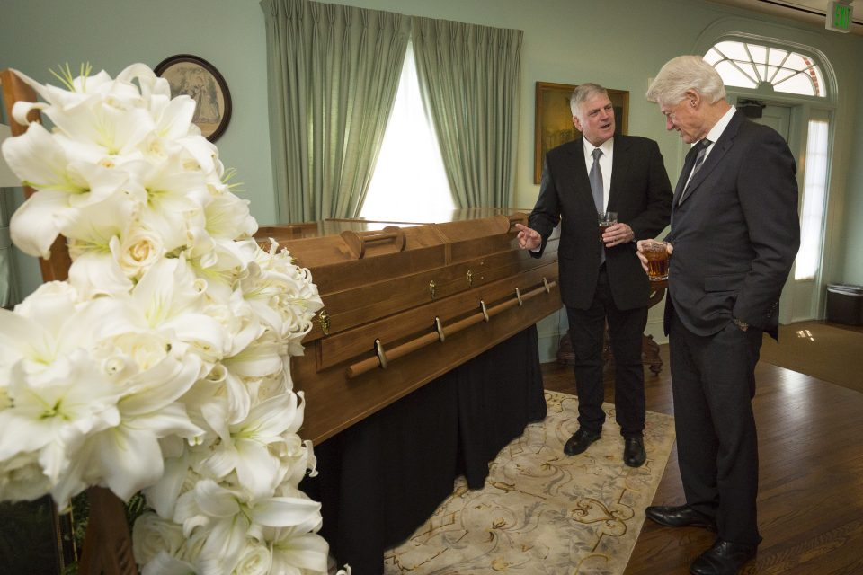 Franklin Graham stands by father's casket with President Clinton