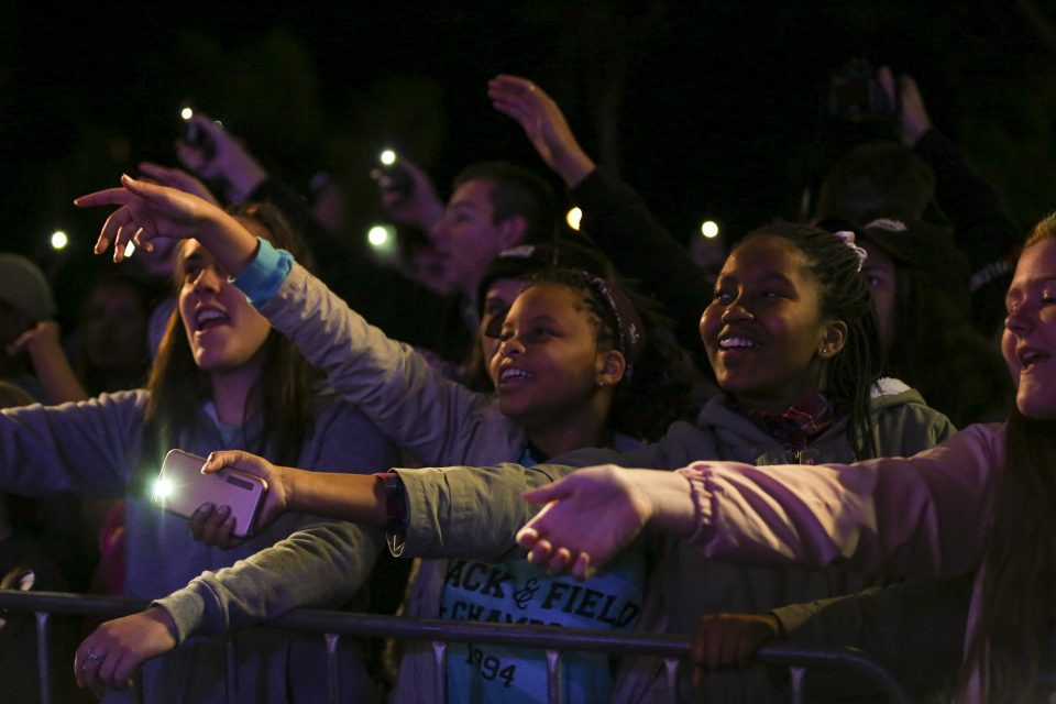 kids waving to music