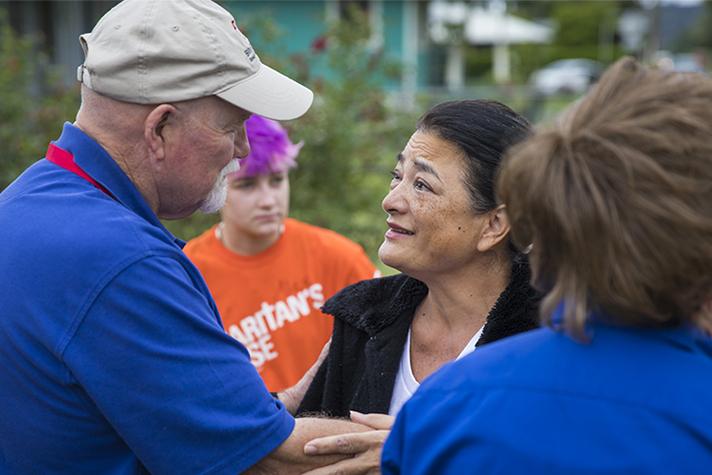 chaplain comforting those in Hawaii