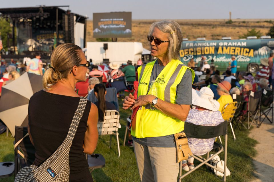 Chaplain talks with a woman in Richland