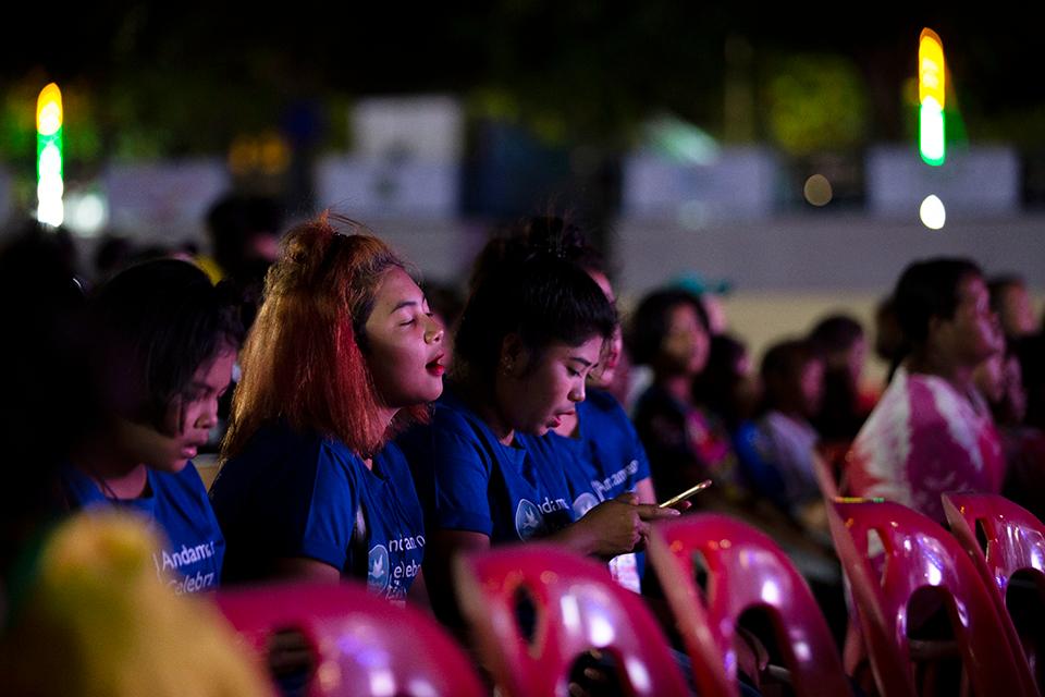 Thai girls singing