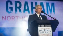 'Don't Look Back': Franklin Graham Shares Light of Christ On First Stop of Decision America Northeast Tour