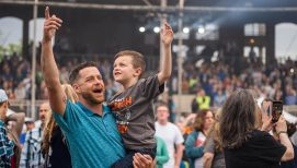 Rain or Shine, Thousands Show Up to Hear the Gospel in New Hampshire