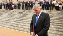 Franklin Graham Urges Prayer for Our Nation and Its Leaders