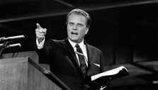 Billy Graham Museum of the Bible Exhibit Open to Tennessee Shoppers