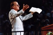 Updated Billy Graham Book Speaks to Present Hardships