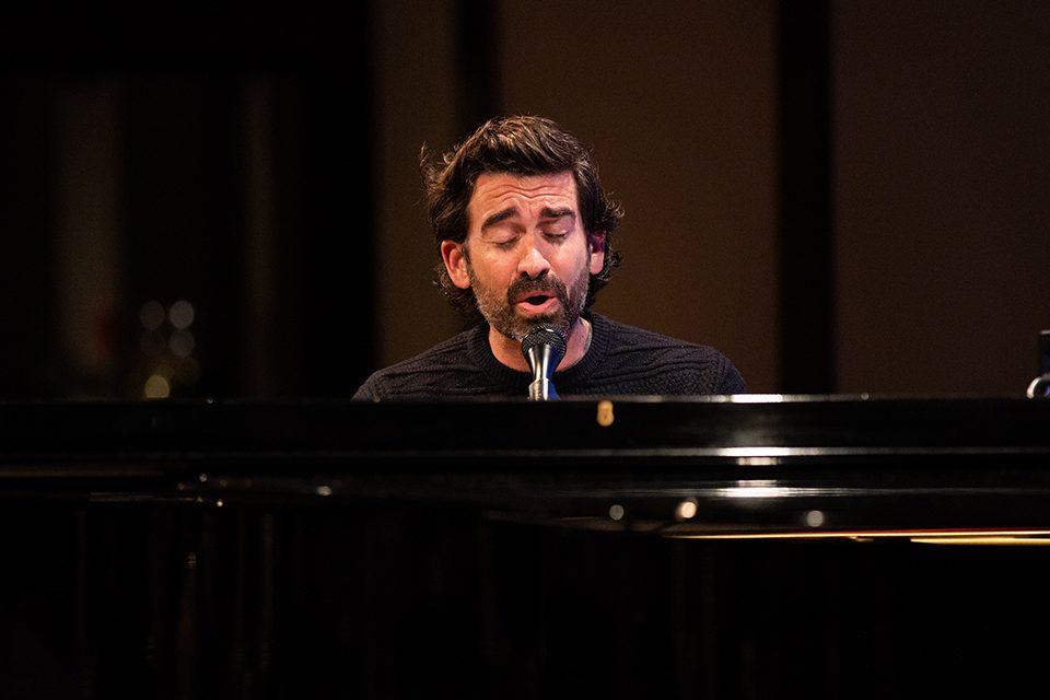 Aaron Shust singing