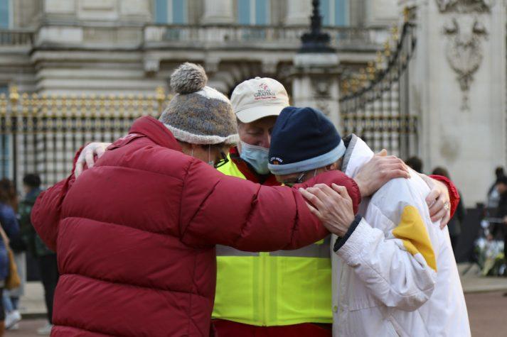 chaplains praying outside Buckingham Palace