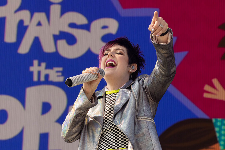 Yancy singing