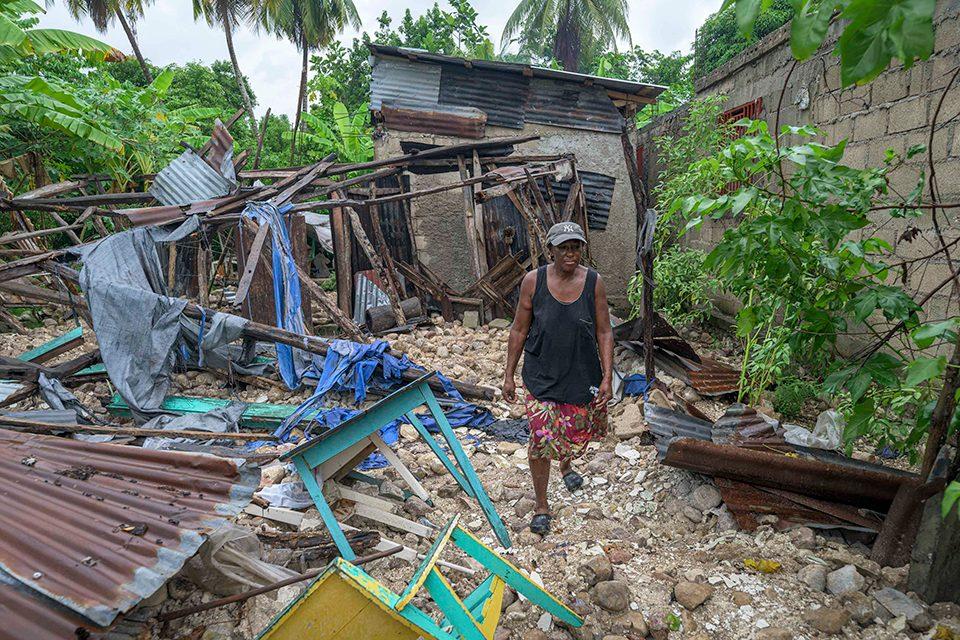 Women amidst rubble of Haitian earthquake