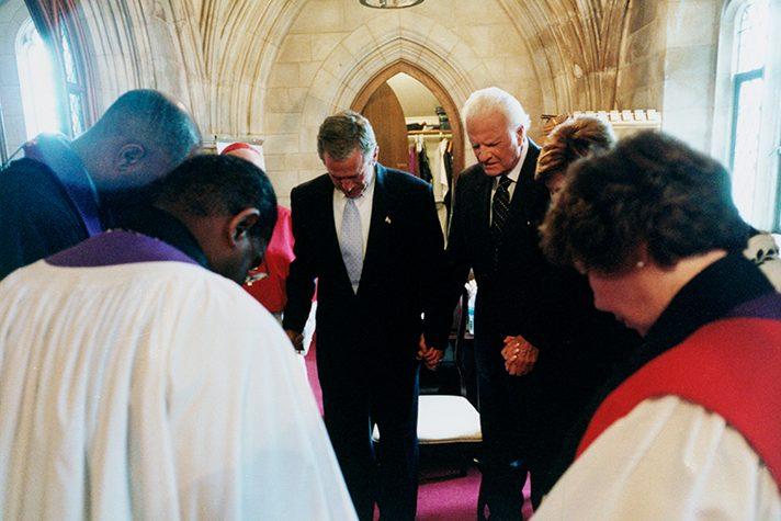 Billy Graham praying with George Bush