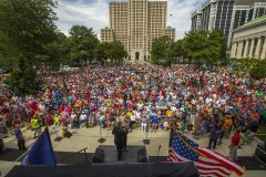 Albany, New York: Stop #38—Some 2,800 New Yorkers gathered at the West Capitol Park in Albany on Aug. 25, 2016, as part of the Decision America Tour.