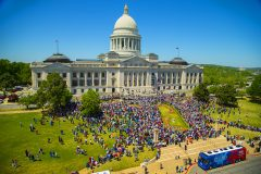 Little Rock, Ark.: Stop #14 – Some 5,100 Arkansas residents gathered on the steps of the Capitol in Little Rock on April 12, 2016 as part of the Decision America Tour.
