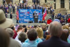 Jackson, Miss.: Stop #15 – Some 6,400 Mississippi residents gathered on the steps of the Capitol in Jackson on April 13, 2016 as part of the Decision America Tour.