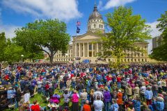 Topkea, Kan.: Stop #19 – Some 4,300 Kansas citizens gathered on the south steps of the capitol in Topeka on April 28, 2016, as part of the Decision America Tour.