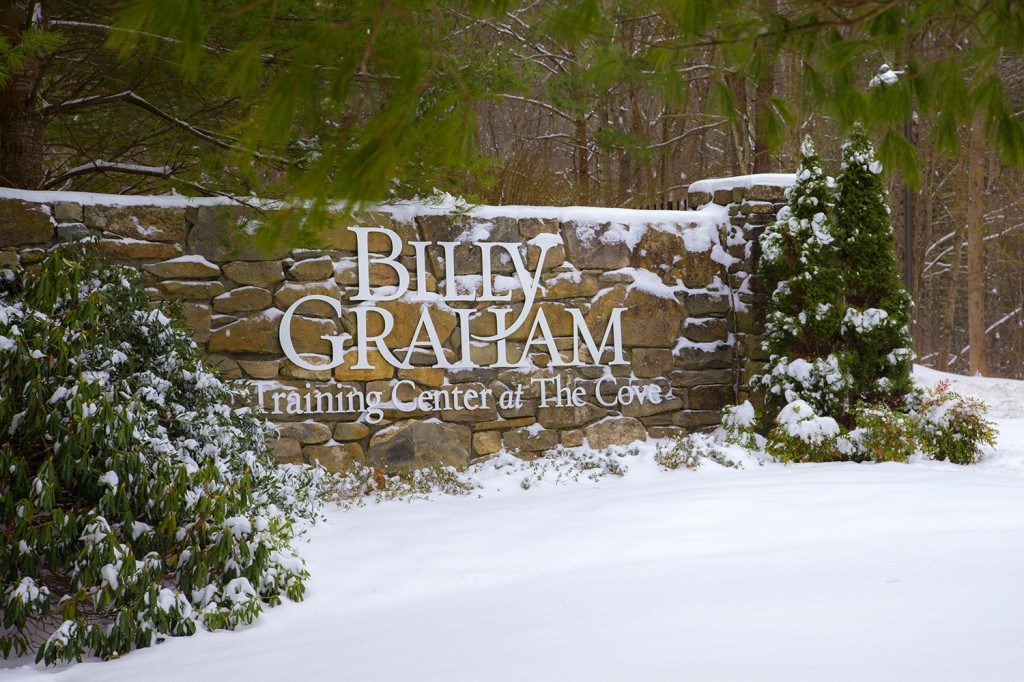BGTC front gate sign with snow
