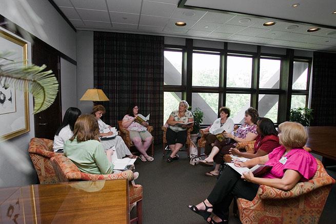 MeetingRoom2 women